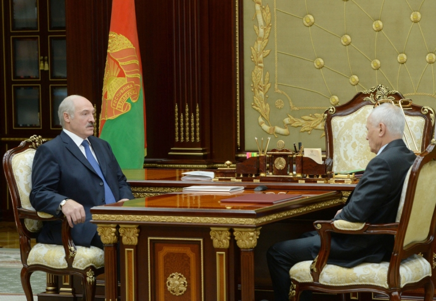 Президент на встрече с Путиным ничего тайно решать не будет