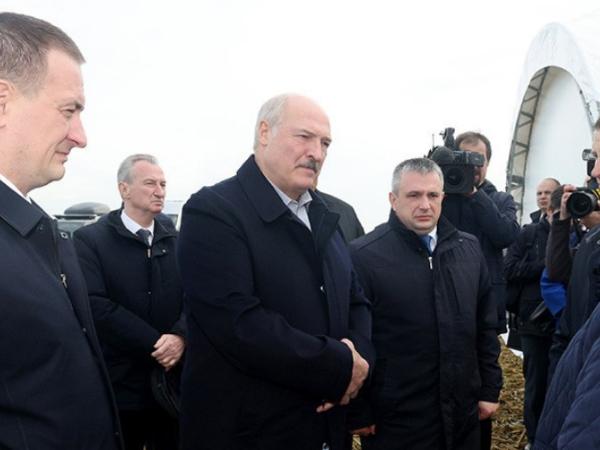Лукашенко приехал в Слуцкий район с рабочими вопросами